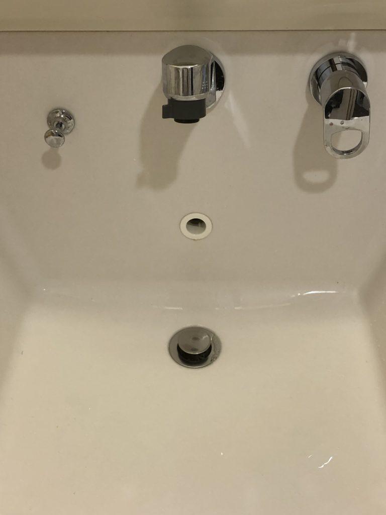 浜松市で洗面の蛇口水漏れ修理を行いました。