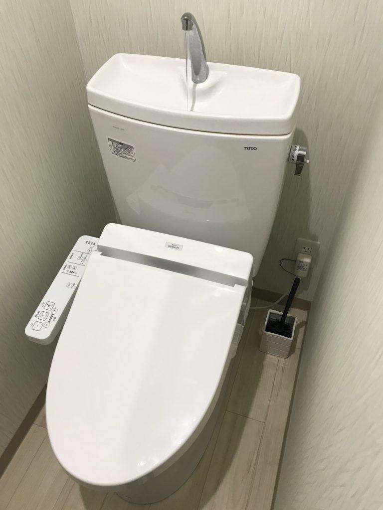 富士市でトイレ交換作業を行いました。