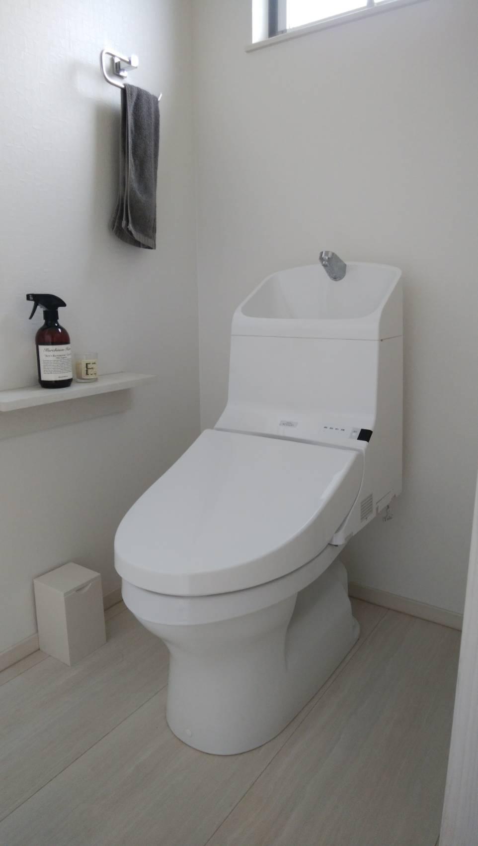 トイレタンクの中で水漏れ