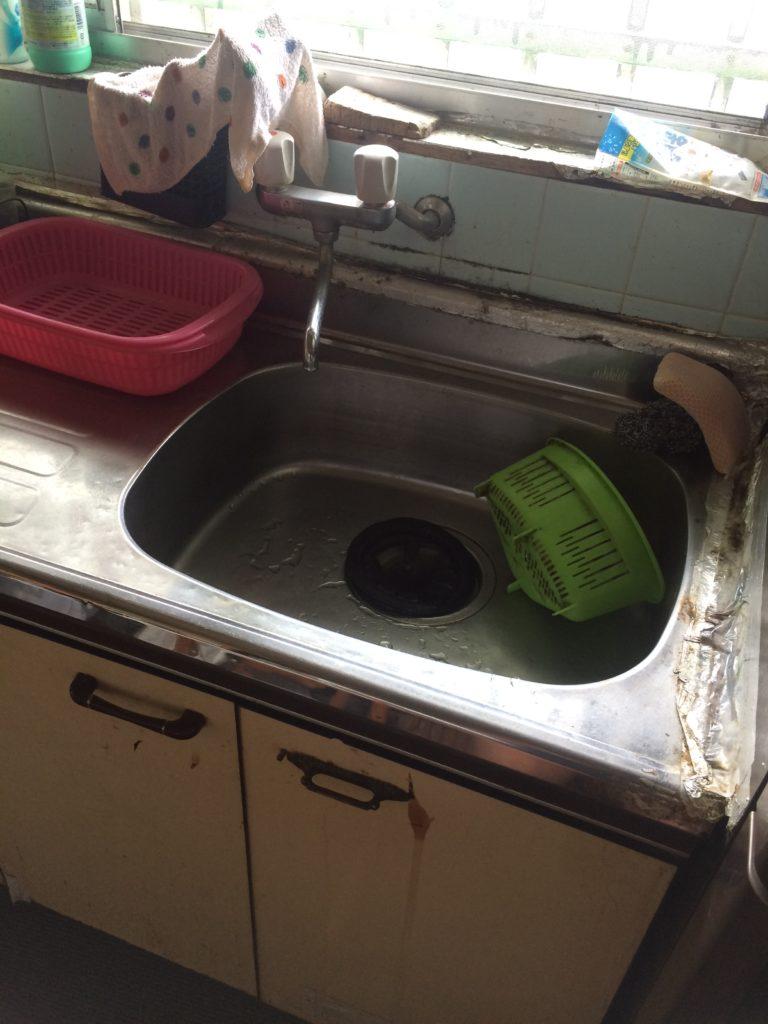 藤枝市で台所の排水水漏れでトラップを交換
